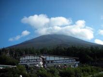 登山前富士山を望む