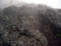 火山岩を登山